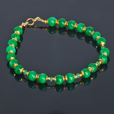 Jade bracelet with Emeralds – Length 20 cm, 14kt/585 yellow gold clasp