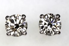 18 kt white gold ear studs with diamonds, 0.84 ct in total