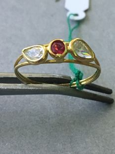 Gold ring (18 kt) with zircons -- Size 17