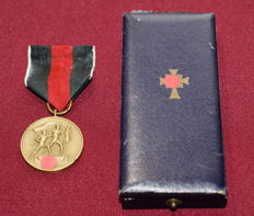 Sudetenland medal & mother cross in gold with case