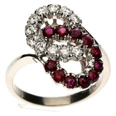 14 kt White gold entourage ring with brilliant cut diamond & ruby - size 18