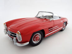 Minichamps - Scale 1/18 - Mercedes-Benz 300 SL Roadster 1957 Red