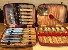 Sheffield cutlery boxes respectively twelve-piece fish cutlery and seven-piece with ladle - Sheffield England - first half of 20th century