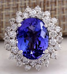7.13 Carat Tanzanite And Diamond Ring 14K Solid White Gold - Ring Size: 7  *** Free shipping *** No Reserve *** Free Resizing
