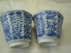Two export porcelain cups - China - approx. 1700 (Kangxi period)