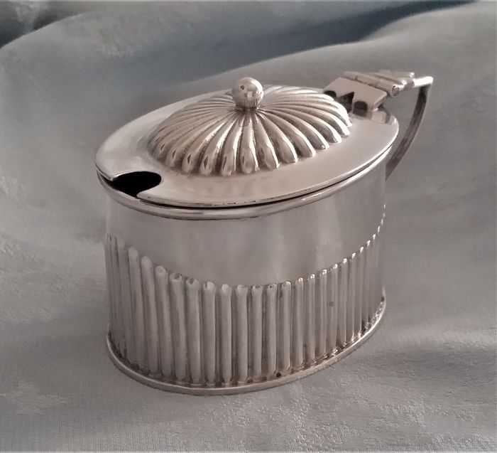 Victorian sterling silver mustard pot, Henry Williamson Ltd, Birmingham 1900