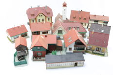 Kibri H0 - Set with 13 built town houses and buildings