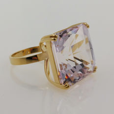 18kt yellow gold ring with natural kunzite of 56.07 ct with NEL & CGS certificates