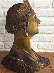 Beautiful, heavy brass sculpture of Queen Astrid of Belgium