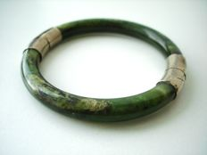 Chinese cloudy dark green Jade and metal hinged bangle bracelet, no reserve, vintage 1960's