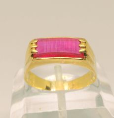Cocktail ring in 18 kt yellow gold – red stone
