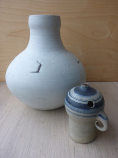 Mobach Utrecht - Vase and oil lamp by Joke Stroes