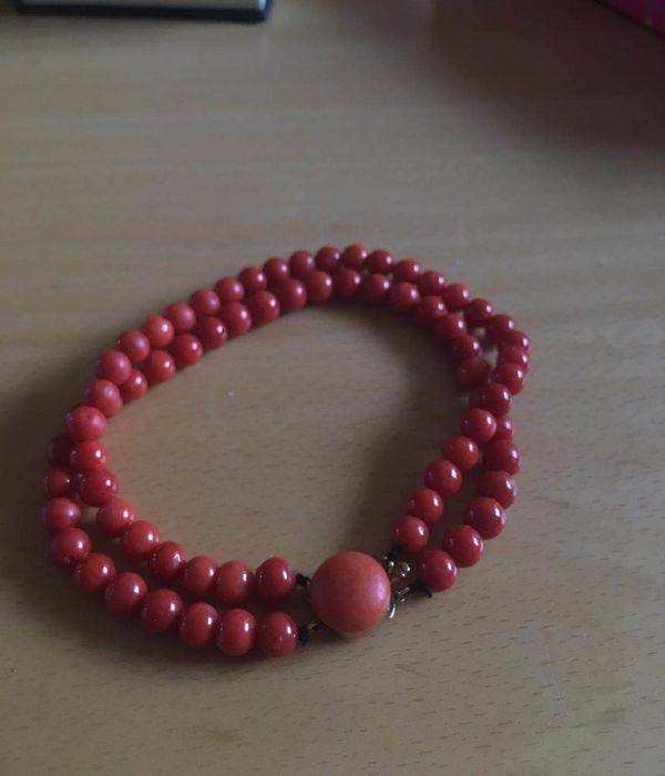 red coral bracelet with 14 kt gold clasp, 24 mm