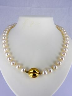 Necklace with freshwater pearls and 14 kt gold clasp - 47 cm