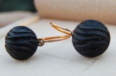 18 kt yellow gold sleeper earrings with black stones.  No reserve price.