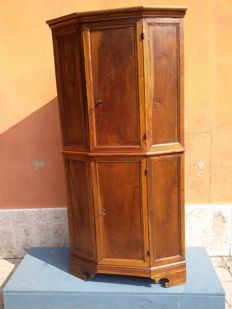 Emilian corner cabinet with two doors, made of walnut, Italy, 17th century