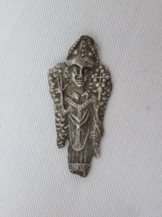 Middle Ages - Tin insignia of a Saint - 15th century - 3.5 cm. x 1.6 cm.