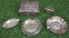 Silver-plated cigar box - lighter - 3 ashtrays in Rembrandt style