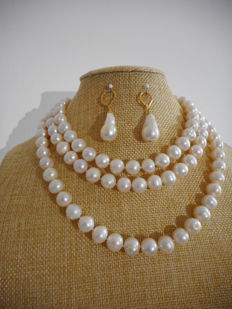 Set - necklace/earrings with baroque cultured white freshwater pearls - 127 cm