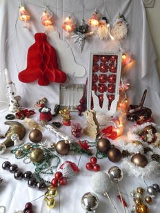 Large lot of Christmas decoration, Christmas baubles, chain of beads, lights, crescent moon, tree-topper etc. approx. 100 items