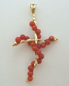 Cross-shaped pendant in 18 kt yellow gold with red coral