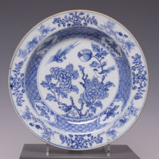 Beautiful deep plate, blue white porcelain, birds and flowers - China - 18th century.