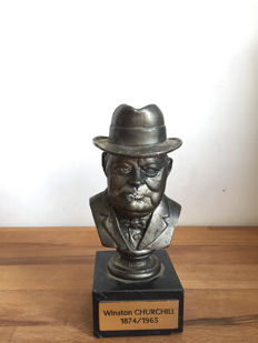 Pewter bust of Churchill on marble base - 20th century - France