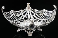Impressive Silver Basket - Josiah Williams & Co (David Landsborough Fullerton) - London - 1921