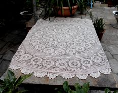 Vintage round tablecloth - crochet