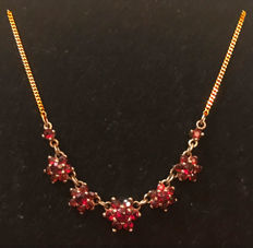 National costume necklace with garnet flowers, necklace with pendant made of 333/8kt gold