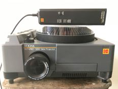 KODAK EKTAPRO 5000 slide projector with remote control