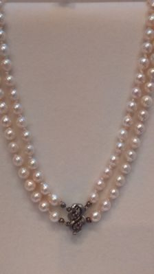 2 rows freshwatter cultivated pearl necklace with a 925 silver clasp with 2 rubies