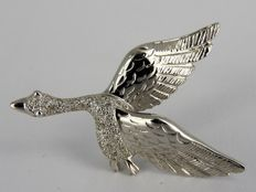 14 kt White gold brooch with ± 0.20 ct diamond - 40 mm x 29 mm