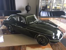 Dartmouth pottery model of an MGB GT 38x15x13 cm ca. 1980