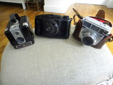 batch of cameras from the 1930s/50s - a Kodak brownie - 1950 - a shneider kreuznach 1950 - a  radior bakelite 1930