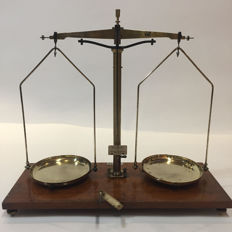 "Pharmacy scale ""BECKER"" - Belgium - circa. 1930"