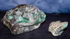 Lot of minerals with lots of emerald incrustations -18 - 14 - 9   cm  & 8 -9- 6 cm - 3067 g (2)