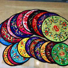 Many embroidery pads, colors and patterns, large circular about 195mm x 195mm, small round about 125mm x 125mm