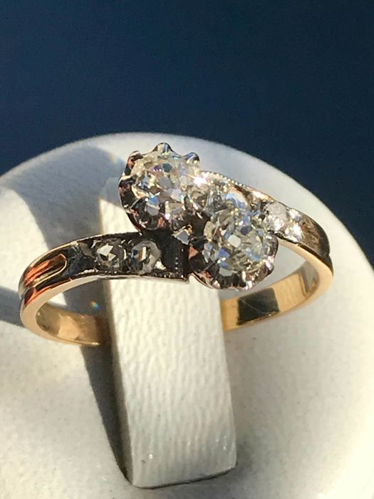 "Old 18 kt gold ring in platinum gold. ""Toi et Moi"" model in Top Wesselton diamonds."