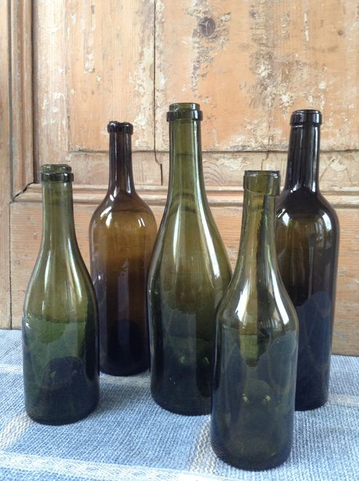 5 x antique 18th / 19th century French wine bottles with a deep ( high ) pontil - acquired collection from a French chateau