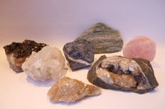 Collection of raw minerals - in total 7555 grams (7)