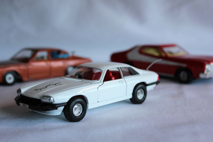 Cars from TV series Corgi Toys - Scale 1/36 (2X) en 1/43 (1X ...