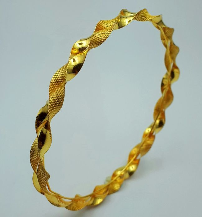 6.75g , 1 Helix Bangle , 22 Ct Gold  *** LOW RESERVE PRICE ***
