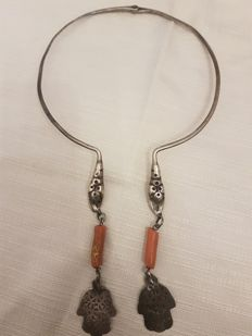 Necklace made with antique Berber elements - Silver and coral - early 20th century