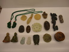 Large collection of Jade and serpentine  hand carved items - 1058 gr (19)