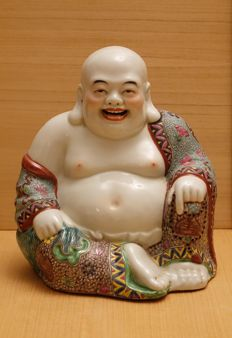 Enameled porcelain Budai, seated in royal ease and draped in a floral robe - China - Second half 20th century