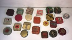 23 tins and boxes for typewriter ribbon 13 mm. Among others: Remington