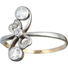 14 kt gold Art Nouveau ring set with 3 old European cut diamonds and 6 rose cut diamonds of 0.27 ct in total.