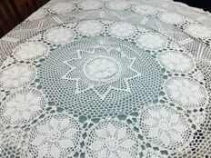 Florence Round tablecloth made of pure cotton with crochet embroidery - Handmade. Diameter 170