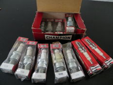box of 6 new scarce vintage Champion spark plugs N-8 , 2 x N5C and 5x N288, appropiate for English motor cars from the fourties and fifties
